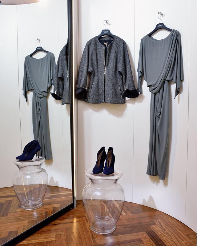 Chaqueta Michael Kors Collection 100% lana; Vestido crepe de seda; botines de Gianvito Rossi
