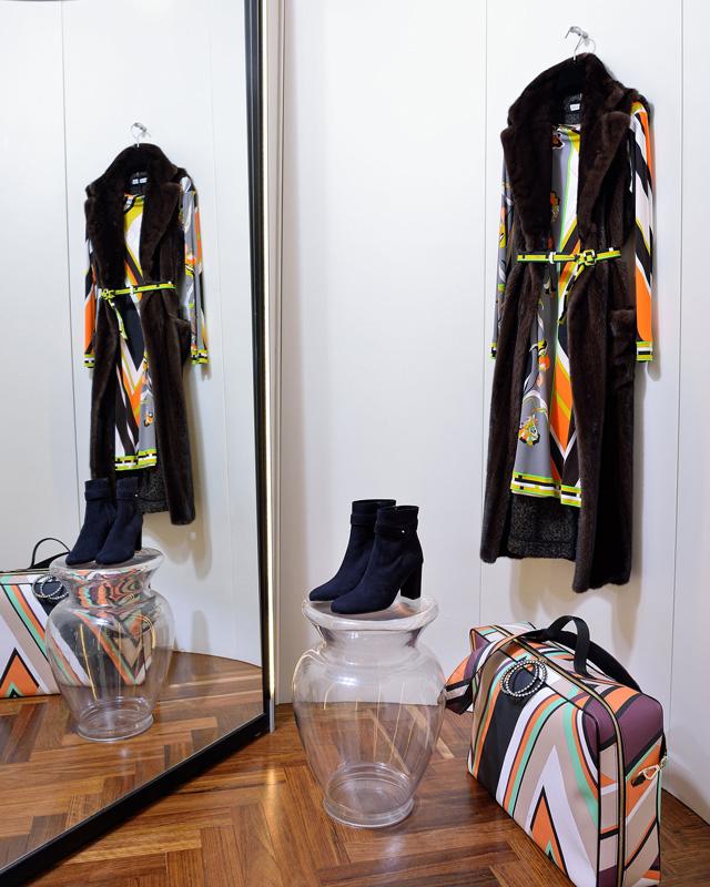 Chaleco Inés&Maréchal 100% visón made in france; Vestido Emilio Pucci 100% punto de seda; Maleta de Pucci 100% piel estampada, Botines Panara