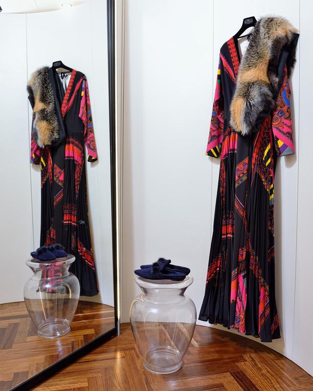 Vestido Etro composición 100% crepe de lana. Estola de zorro canadiense de Sam Rome. HECHO EN ITALIA y FRANCIA - Colección Moda Otoño Invierno 2017 / 2018