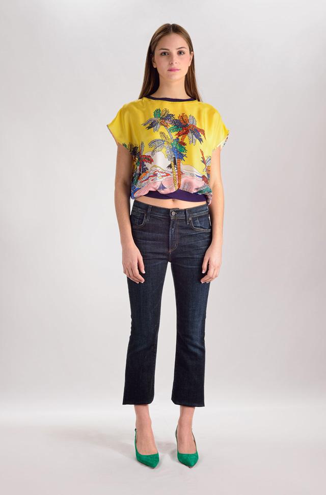 Blusa de Emilio Pucci, pantalones denim de Citizens of Humanity y zapatos de Gianvito Rossi - Colección Moda Primavera Verano 2017
