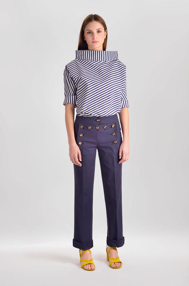 Camisa de El Alquimista tipo cuello de chimenea, pantalón de Michael Kors Collection y sandalias de Gianvito Rossi  - Colección Moda Primavera Verano 2017