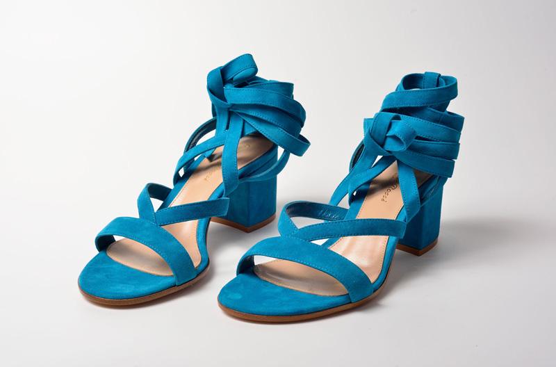 Sandalia de tacón medio de Gianvito Rossi color azul