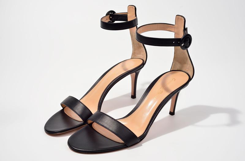 Sandalia de tacón alto de Gianvito Rossi negra