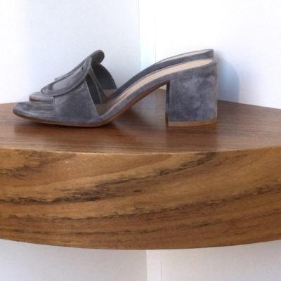 Zapato Gianvito Rossi de Ante color humo, tacón de 6 cms.