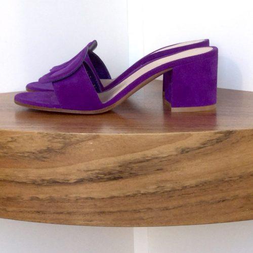 Zapato Gianvito Rossi de ante color morado, tacón de 5 cms.