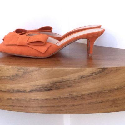 Zapato Gianvito Rossi tipo Mules 100% ante, color naranja y tacón de 5,5 cms.