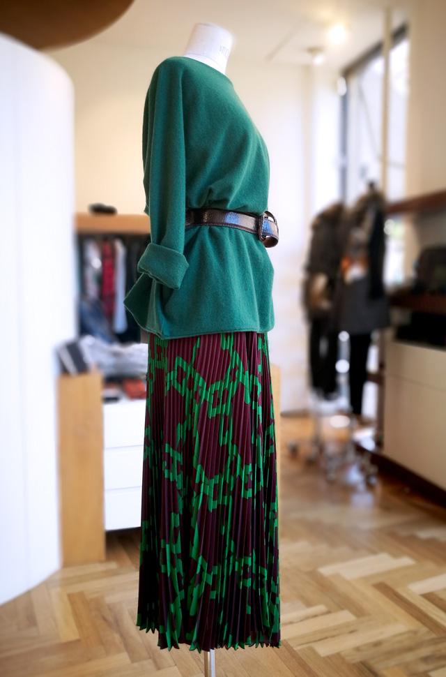 Punto de Lamberto Losani de cashmere; Falda MSGM plisado soleil y Cinturón de piel de avestruz - Colección Otoño Invierno 2018 2019 - Patos Valencia
