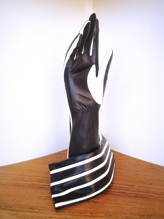 Guante Agnelle blanco y negro, piel de cordero forro de seda