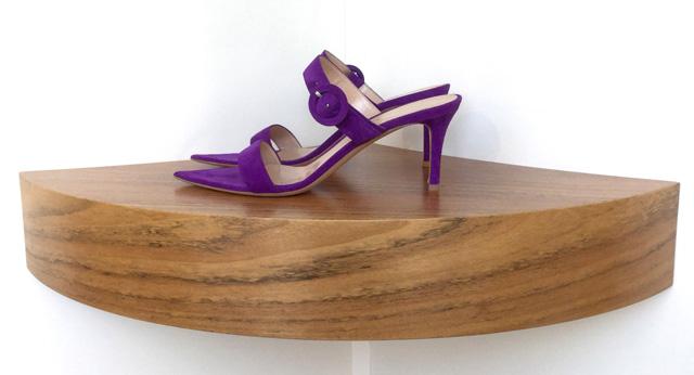 Sandalia Gianvito Rossi de ante color morado, tacón de 7 cms.