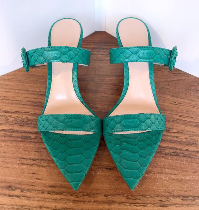 Rossi de piel de pitón color verde esmeralda, tacón de 7 cms.