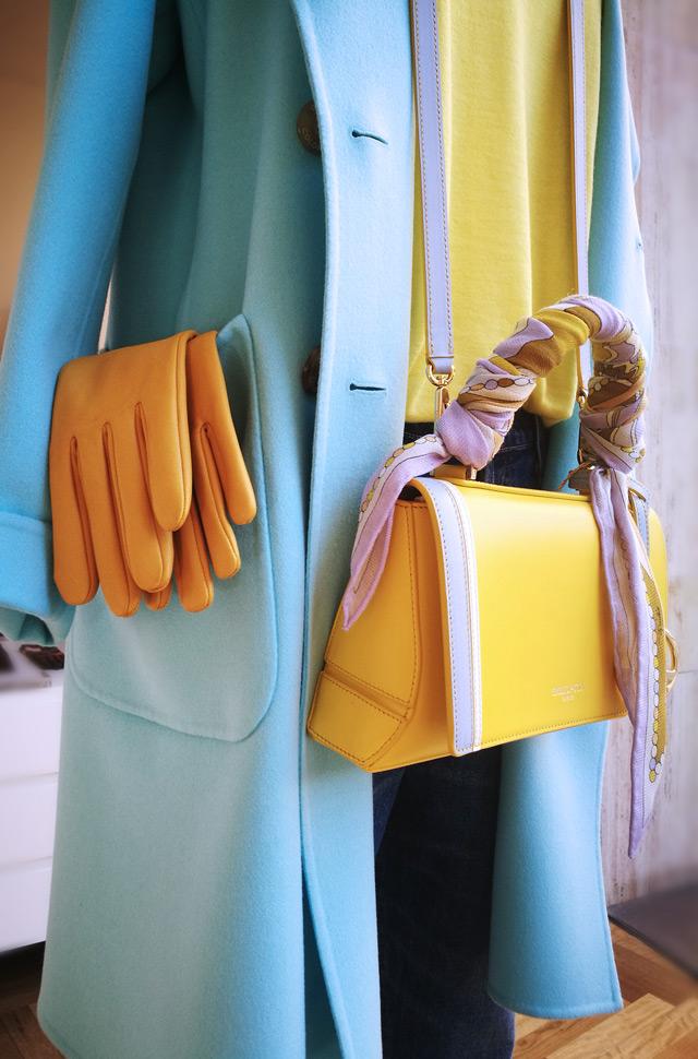 Abrigo y pullover de Colombo 2019, bolso de Emilio Pucci, jeans de Citizens of Humanity y guantes de Agnelle - PATOS Valencia