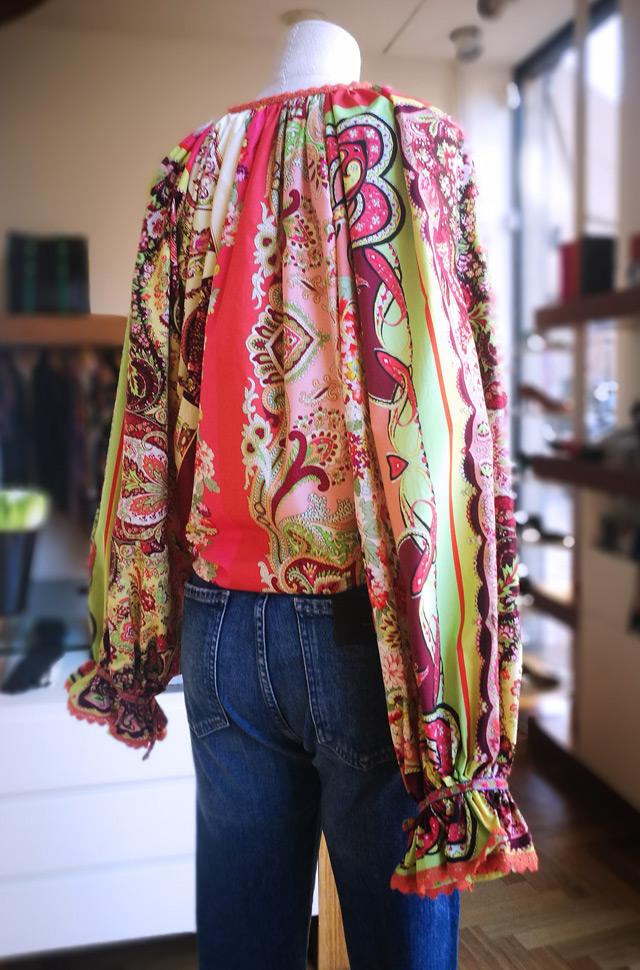 Camisa y chaqueta estampada de ETRO 2019, jeans de Citizens of Humanity - PATOS Valencia