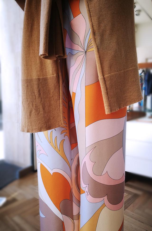 Camisa y pantalón de seda estampada de Emilio Pucii 2019, pullover de Colombo - PATOS Valencia