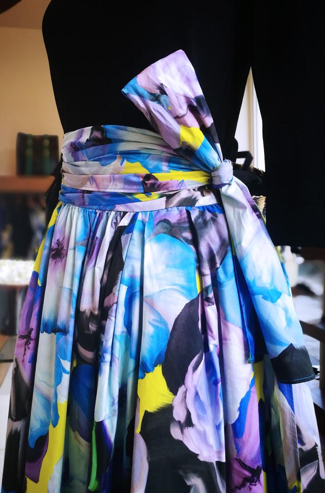 Falda MSGM 2019 y pullover negro de Roberto Collina - PATOS Valencia