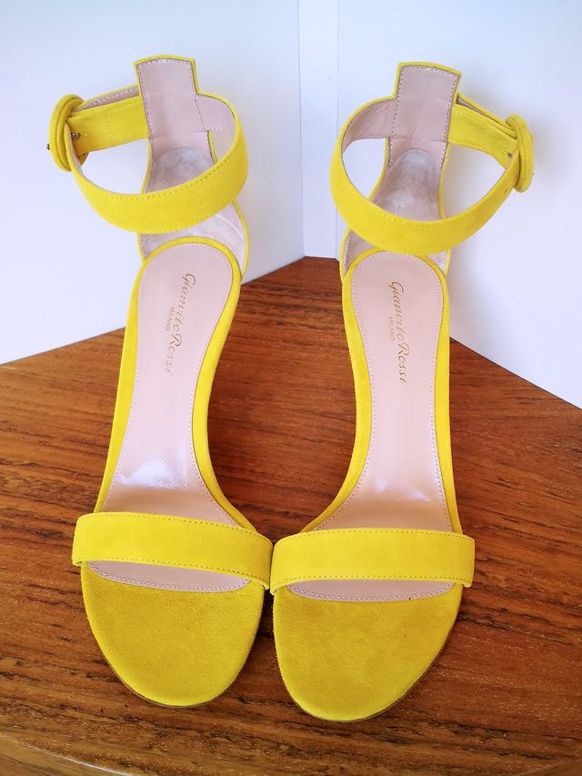 Zapato modelo Portofino de Gianvito Rossi color amarillo - PATOS Valencia 2019