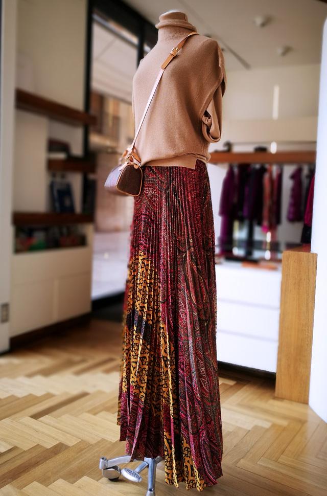 Pullover de Lanificio Colombo y falda plisado soleil de Verónica Etro - PATOS Valencia