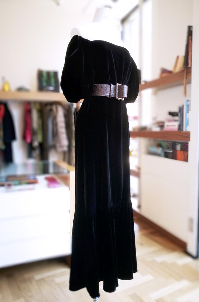 Cinturón Reptile's House, Vestido de ETRO en terciopelo negro Otoño Invierno 2019 / 2020 - PATOS Valencia