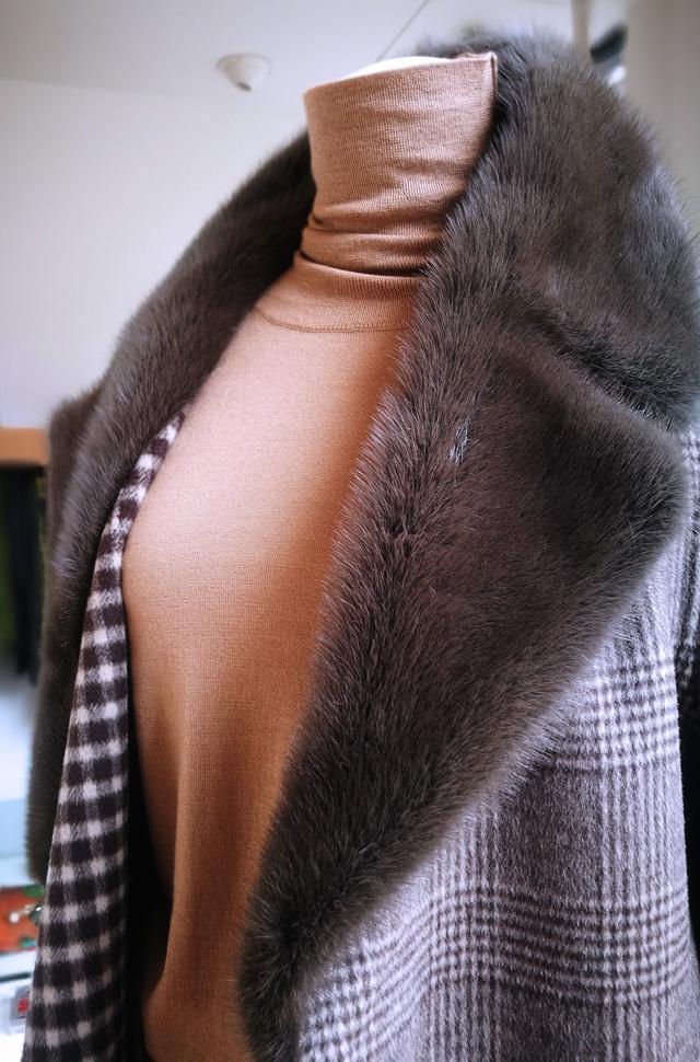 Abrigo de Lou Andrea 2019 2020, pantalón y pullover de Colombo - PATOS Valencia