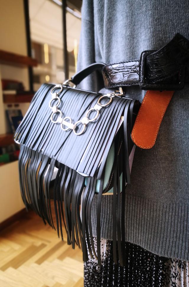 Falda MSGM 2020, bolso de Emilio Pucci, pullover de Lamberto Lossani - PATOS Valencia