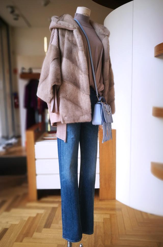 Jeans Citizens of Humanity 2019 2020, chaqueta de Sam Rone, pullover de Lamberto Lossani y bolso de Emilio Pucci - PATOS Valencia