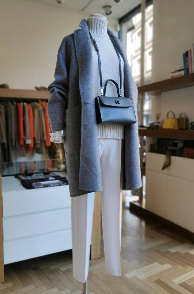 Abrigo COLOMBO, pullover y pantalón de TORTONA y bolso de ROCHAS, otoño invierno 2020 / 2021 - PATOS Valencia