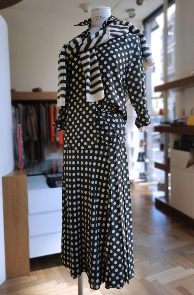 Camisa y falda de ASEPSI, pullover de ROBERTO COLLINA, otoño invierno 2020 / 2021, PATOS Valencia