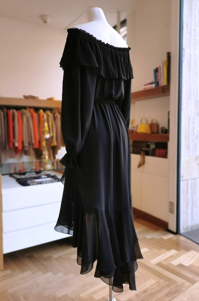 Vestido negro de MICHAEL KORS COLLECTION otoño invierno 2020 / 2021 - PATOS Valencia